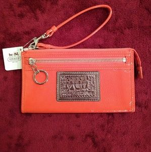 🆕 Coach Poppy Patent Zippy Wallet